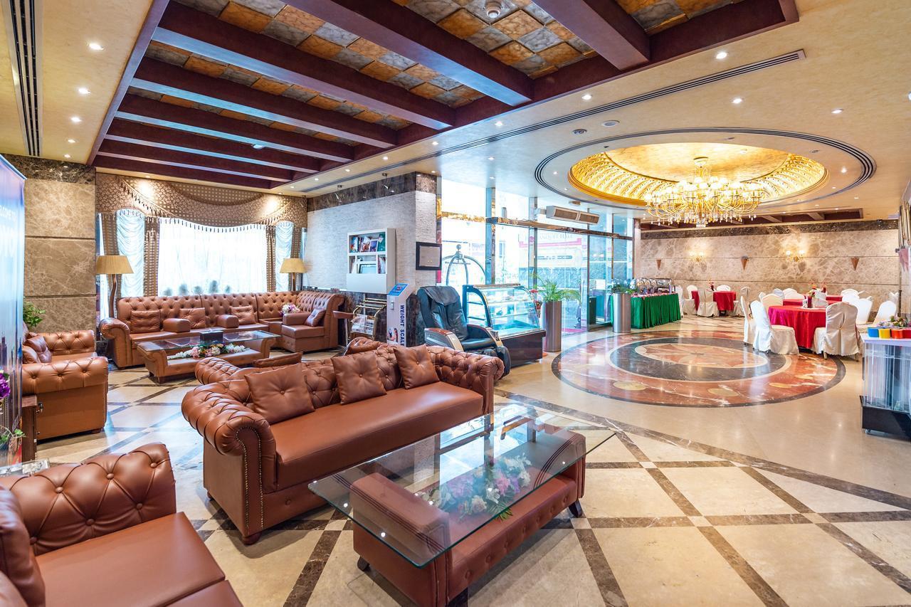 Фото Crystal Plaza Hotel