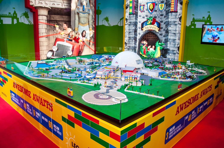 Фото зоны Lego City
