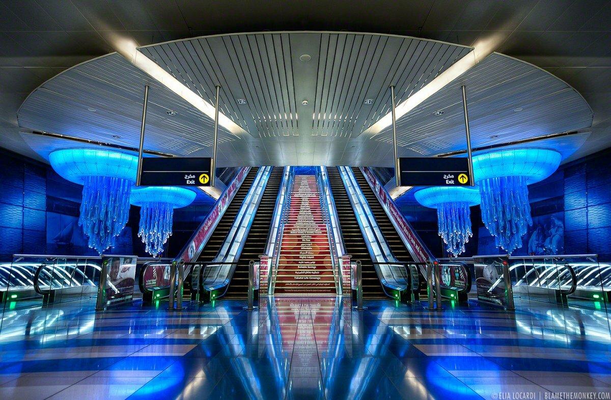 Фото метро в Дубае