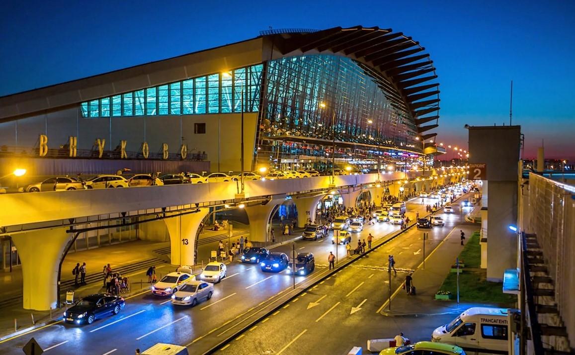 Крупный аэропорт Внуково
