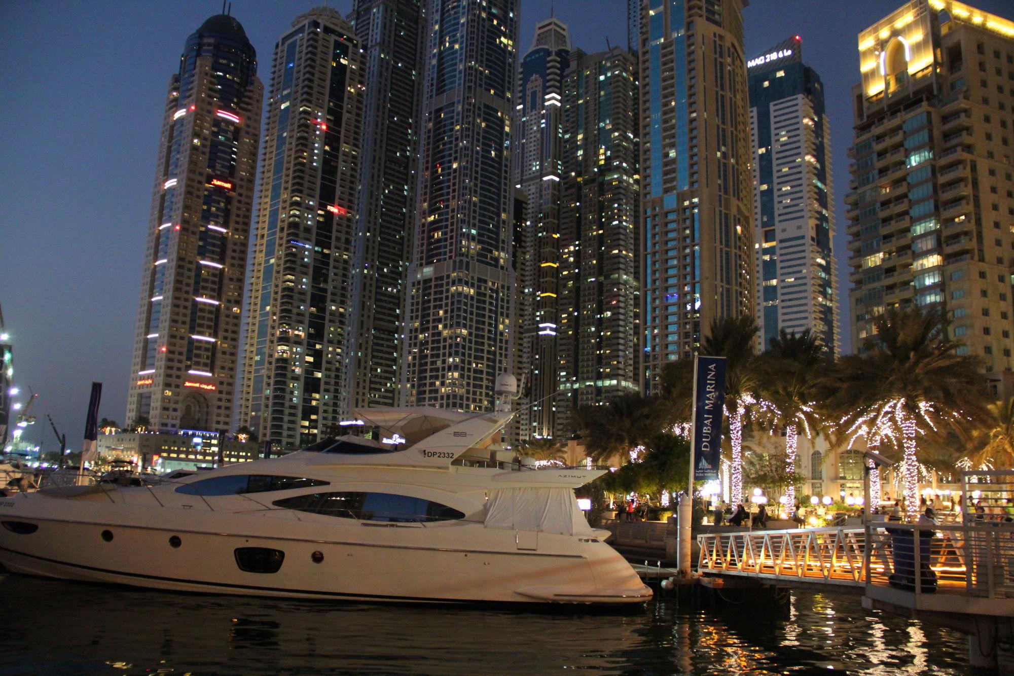 Ночное фото просторов ОАЭ