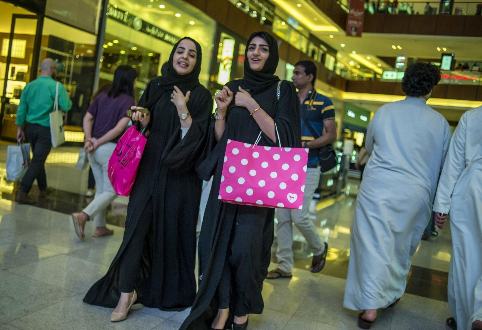 Как женщины должны одеваться в ОАЭ