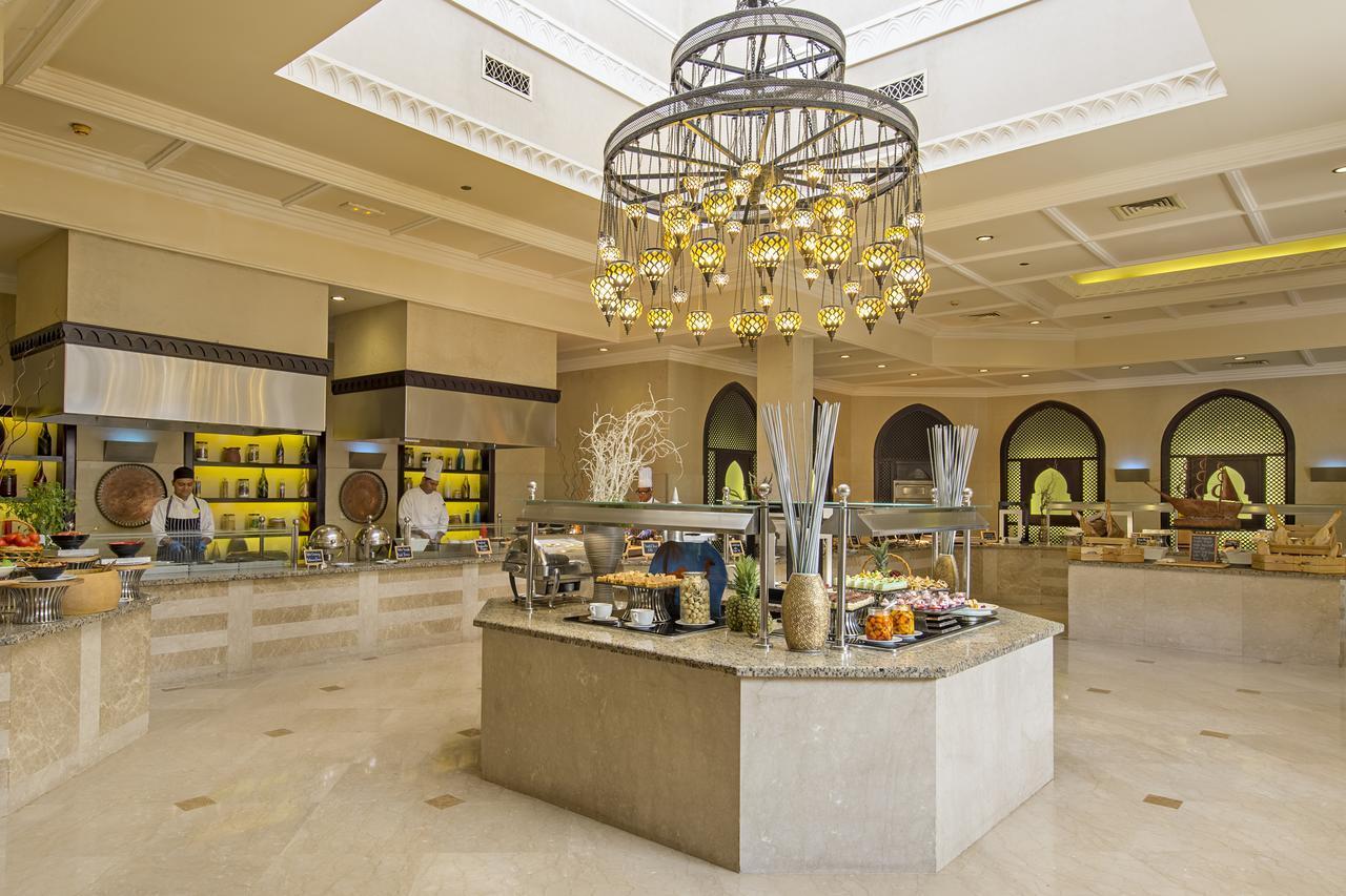 Питание в отеле Iberotel Miramar Al Aqah Beach Resort 5*