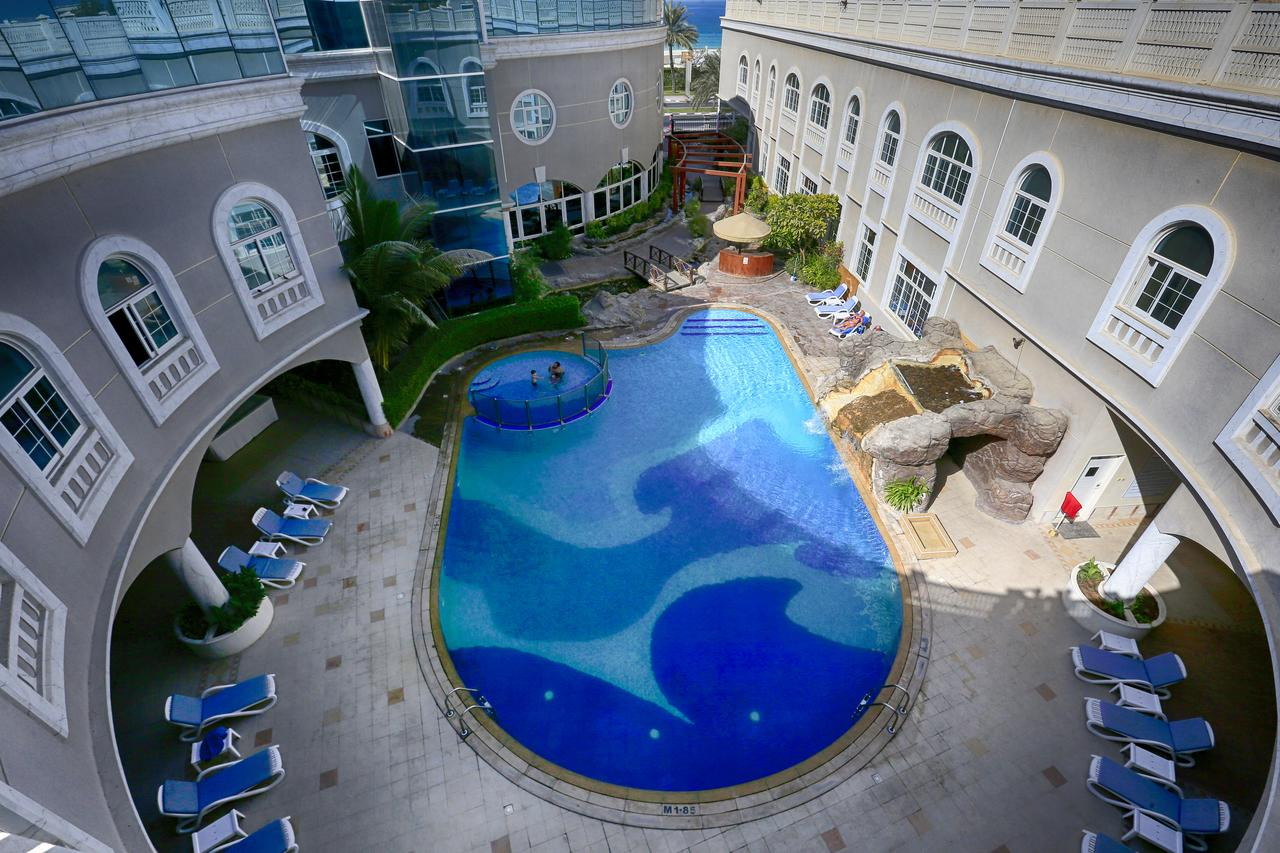 Вид на отель 3* Sharjah Premiere Hotel Resort