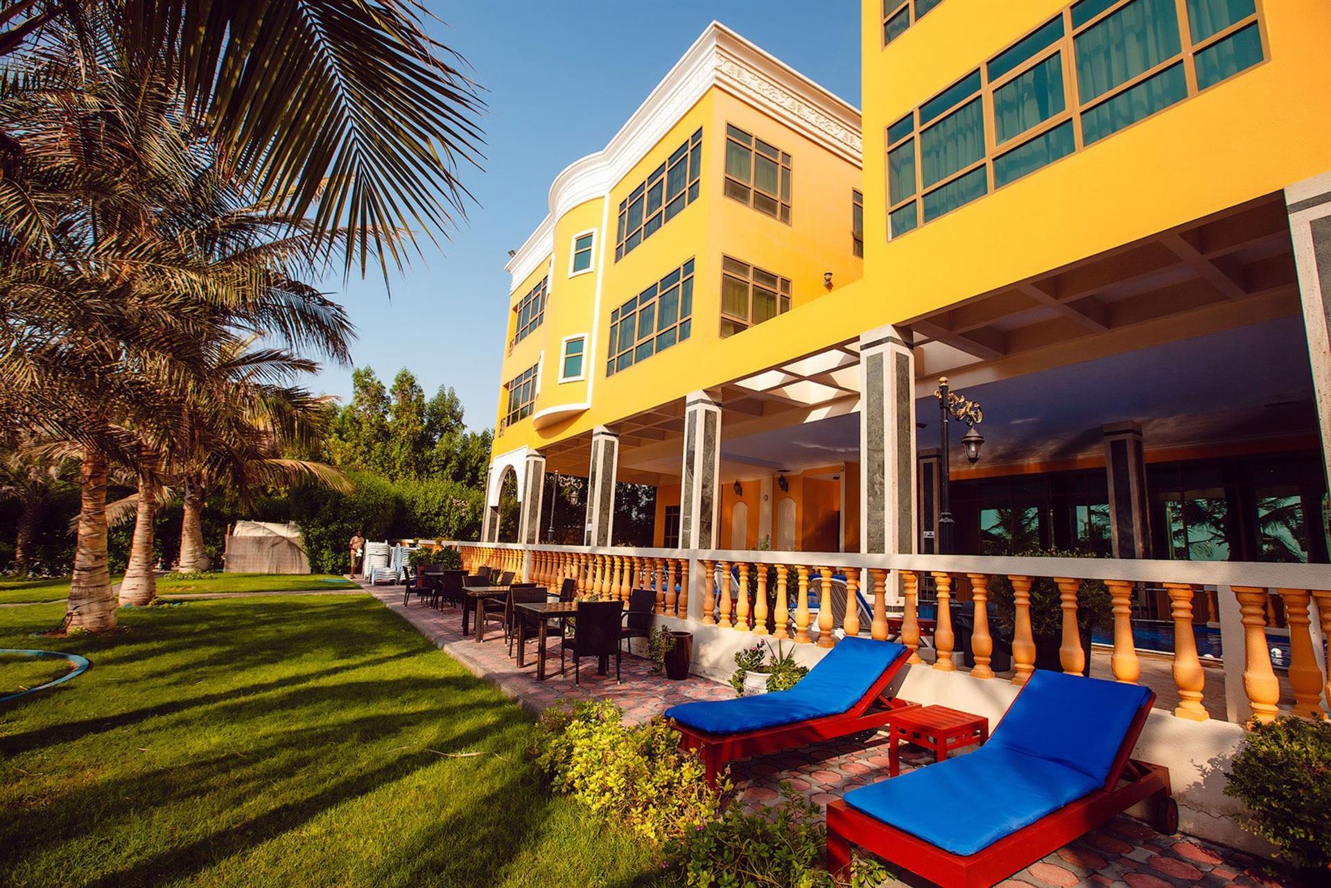 Краткая справка об отеле Sahara Beach Resort