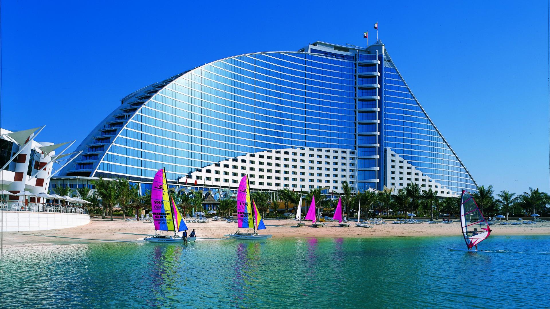 Есть ли собственный пляж у отеля