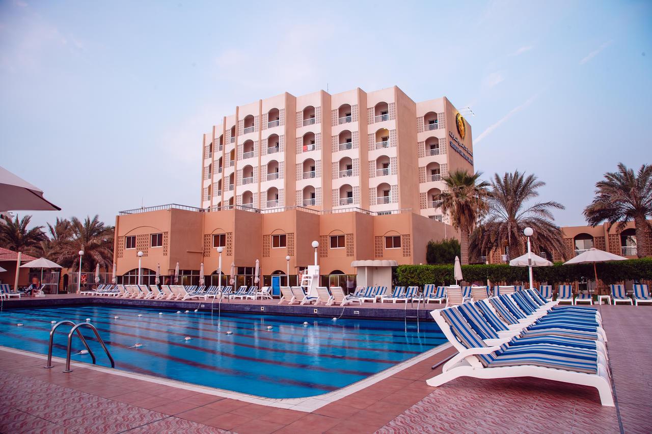 Бассейн отеля 4* Sharjah Carlton Hotel