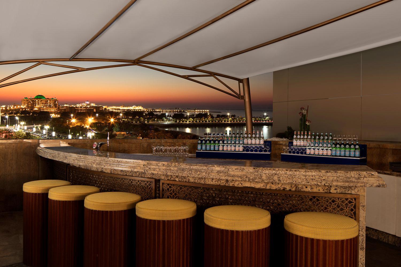 Салон-бар Azura Panoramic Lounge