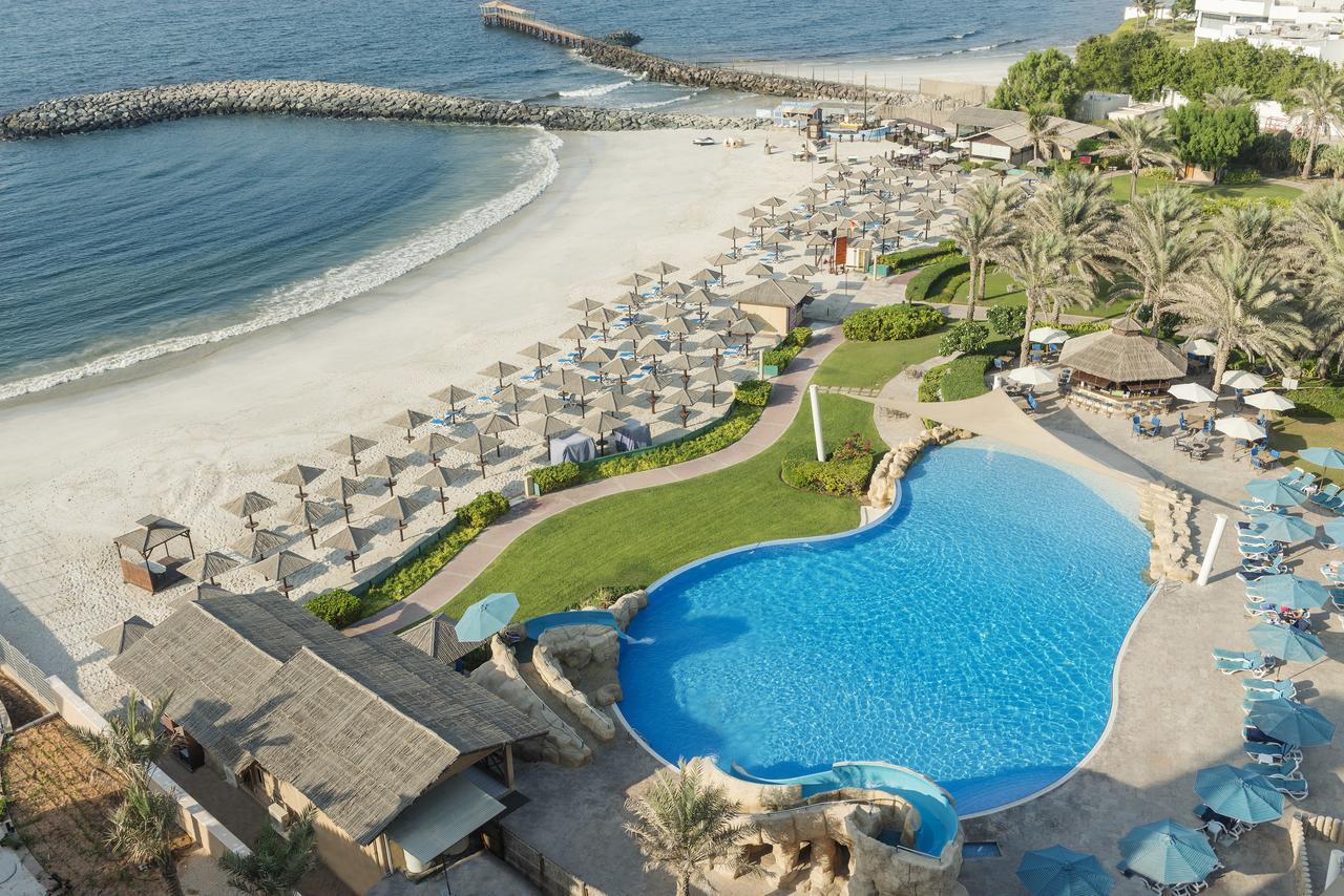 Вид на отель 4* Coral Beach Resort Sharjah