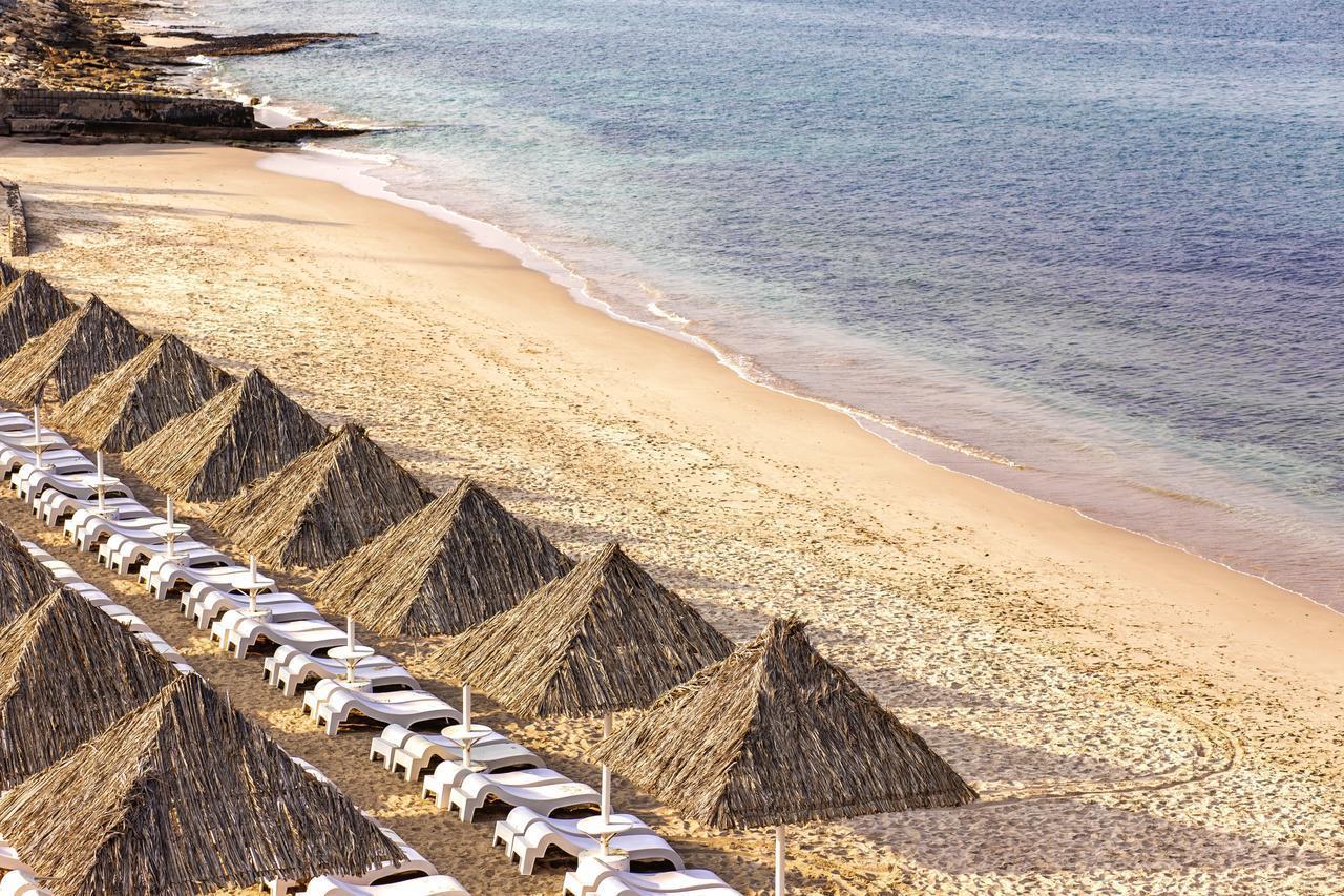 Фото пляжа в Royal Beach Hotel & Resort