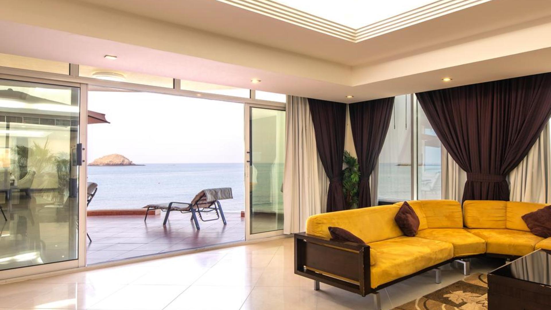 Фото номера Royal Beach Hotel & Resort