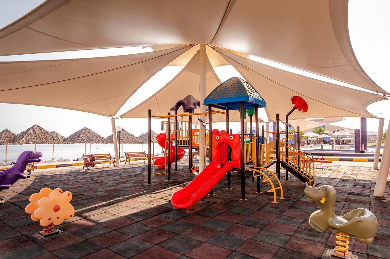 Фото детской площадки в Royal Beach Hotel & Resort